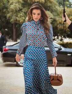 Queen Rania of Jordan wore a new printed satin top and blouse by Zara. Teacher Award and Principal Award Zara Outfit, Dior Dress, Gucci Dress, Queen Rania, Queen Letizia, Meghan Markle, Zara Moda, Royal Fashion, Girl Fashion