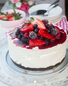 Ongebakken cheesecake met zomerfruit Sweet Desserts, Sweet Recipes, Real Food Recipes, Cake Recipes, Yummy Food, Cake Cookies, Cupcake Cakes, Norwegian Food, Norwegian Recipes