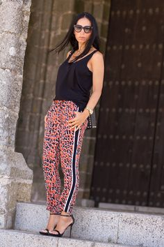 SPORTY CHIC STYLE WITH LEOPARD PRINT PANTS