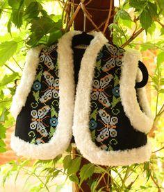 VESTA CU FLUTURI Moccasins, Slippers, Flats, Costumes, My Style, Romania, Shoes, Folk, Fashion