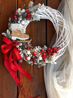 Christmas Makes, Noel Christmas, Outdoor Christmas Decorations, Christmas Centerpieces, Christmas Projects, Holiday Crafts, Christmas Flower Arrangements, Creation Deco, Holiday Wreaths