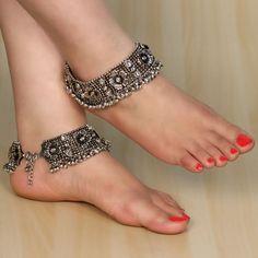 Traditional Jewelry of Haryana ! Ankle Jewelry, Ankle Bracelets, Body Jewelry, Silver Jewellery Indian, Silver Jewelry, Silver Rings, Silver Cuff, Gold Jewellery, Silver Bracelets