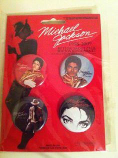 Michael Jackson Buttons - http://www.michael-jackson-memorabilia.com/?p=8311
