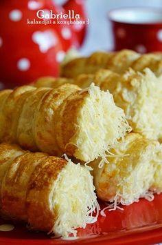 Gabriella kalandjai a konyhában :): Sajtos roló Croatian Recipes, Hungarian Recipes, My Recipes, Cake Recipes, Dessert Recipes, Homemade Sandwich Bread, Savory Pastry, Party Finger Foods, Bread Bowls