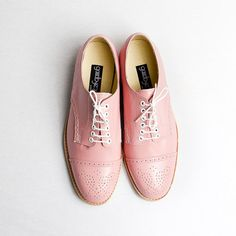 I want these shoes in every color: pastel pink oxford brogue shoes FREE WORLDWIDE por goodbyefolk Oxford Brogues, Oxfords, Loafer Flats, Oxford Shoes, Loafers, Sweet Style, My Style, Rose Colored Glasses, Masculine Style