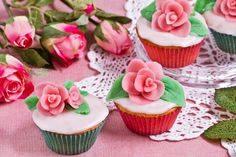 cupcake, i want to learn how to make the flowers =)