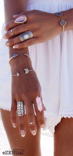 Aujourd'hui je vous présente les colliers, bracelets et bagues fantaisie à offrir pour pas cher, un emballage cadeau chic et élégant est offert avec toute commande! Si vous cherchez le cadeau…