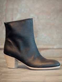 "VAMP: KUDU, CAVALLOLINING: KUDU, CAVALLOHEEL PAD: KUDU, CAVALLOSOLE: LEATHERHEEL: 2 1/2""LACES: NONEHEIGHT: 7 3/4""COLORS: NERO, FLINT REVERSE, GAUCHO REVERSE A slip on bootie with 2 1/2"" stacked leather heel. A staple for every women's wardrobe."