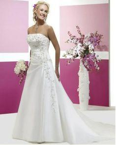 Vestido de novia - VN30 (frente) - Realizado en satén 395. Bordado sobre tela con trabajo de pedrería y botonera desde fin de corset hasta punta de la cola.