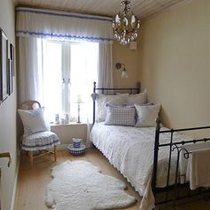 white and blue bedroom.. this looks like my guest bedroom now would love to have white comforter for mine!