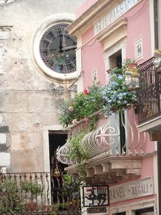 Clock Tower and balcony with flowers - Paris / France English Cottage, Belle Villa, France Photos, I Love Paris, Pink Paris, Paris Apartments, Parisian Apartment, Dream Apartment, European Apartment