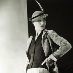 Tailleur Stop de Lucien Lelong, chapeau de Suzy, photographie d'époque du studio Deutsch (circa 1935)