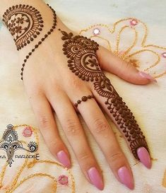 Mehndi is an integral part of Indian women. Not just in India even in Middle East, Pakistan and other countries the culture of applying Mehndi with the Easy Mehndi Designs, Henna Hand Designs, Latest Mehndi Designs, Bridal Mehndi Designs, Mehandi Designs, Mehndi Designs Finger, Henna Tattoo Designs Simple, Mehndi Designs For Beginners, Mehndi Designs For Girls