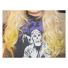 MyFantasyHair.com Wearing a Custom Color extensions! #myfantasyhair #myfantasyhairextensions #mfhextensions #fashion #longhair #beauty #hairextensions #clipin #humanhair #clipinhairextensions #BleachBlonde #blondehair #longhairdontcare #makeupartist