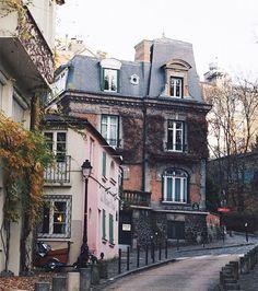 Dans la Maison de Montmartre, on a aménagé toutes les pièces pour qu'elles nous ressemblent. Dans la journée, nos équipes de graphistes, rédacteurs, techniciens et photographes viennent pour se ressourcer et travailler au calme.