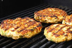These GRILLED SALMON BURGERS may end up being the best burgers you ever make. Imagine chopped fresh Atlantic salmon mixed together with ginger, scallions, sesame and jalapeno - grilled to perfection - topped with an amazing wasabi, ginger mayo. Healthy Salmon Burgers, Grilled Salmon Recipes, Mahi Fish, Mahi Mahi, Grilling Recipes, Seafood Recipes, Vegetarian Recipes, Southern Salmon Patties, Burger Ideas