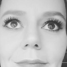 Eigentlich wollte ich nur schauen ob der Winged Eyeliner und ich das Kriegsbeil endlich mal begraben... eigentlich dachte ich mir  wenn Du schon an den Augen rumpinselst kannst Du auch mal eben die neue Mascara ausprobieren.... eigentlich ist dabei dann ein Fullface Makeup heraus gekommen... wer kennt es noch? #eyeliner #wingedliner #mascara #eigentlich #blogger #bblogger #germanblogger #beautyblogger #makeupaddict