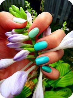 blue ombre nails <3