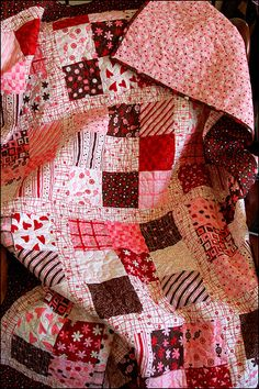Valentine quilt.  This would be so cute to make.  And it looks so simple!  It's just a nine patch square with a border around it.