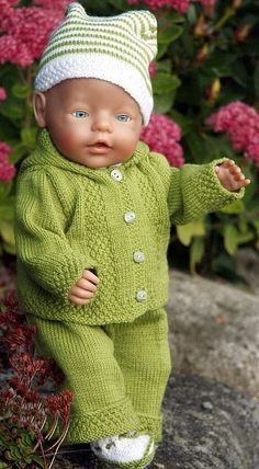 Baby Knitting Patterns Girl Knitted doll clothes, beautiful clothes for every day in green and white . Baby Born Clothes, Girl Doll Clothes, Girl Dolls, Baby Dolls, Knitted Doll Patterns, Knitted Dolls, Baby Knitting Patterns, Knitted Baby, Crochet Pattern