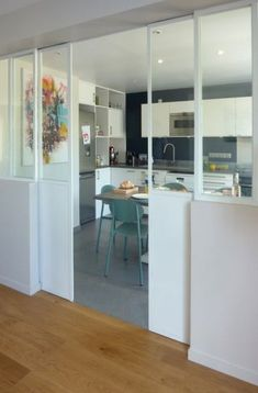 Une verrière blanche What is House Design, How To and More It is undoubtedly the Home Renovation, Home Remodeling, White Canopy, Interior Decorating, Interior Design, Kitchen Doors, Apartment Kitchen, Home Decor Accessories, Home Kitchens