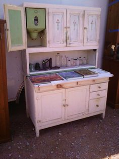 HOOSIER CABINET..LOVE THESE PIECES OF OLD CABINETRY