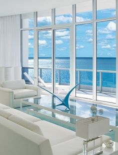 Minimilistic living room with great ocean view.    (Source: itsalldesign)