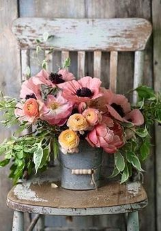 Does anything say Farmhouse Fabulous like a Charming Floral Arrangement? There is nothing like some beautiful blooms put together in a simple yet gorgeous way. You are going to find a collection of Adding a Touch of Spring with Farmhouse Flower Ideas t Deco Floral, Arte Floral, Floral Design, Pretty Flowers, Fresh Flowers, Spring Flowers, Lavender Flowers, Wild Flowers, Yellow Flowers