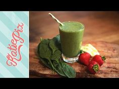 Simple Green Superfood Smoothie Recipe (that actually tastes good) | Katie Pix - http://www.bestrecipetube.com/simple-green-superfood-smoothie-recipe-that-actually-tastes-good-katie-pix/