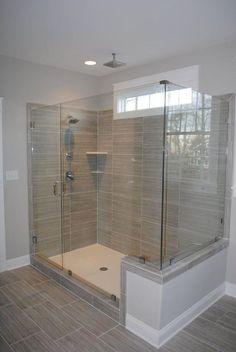 Reforma tu baño y sustituye tu antigua bañera por un plato ducha. Obras y reformas en Santiago de Compostela