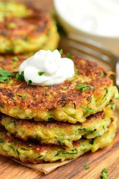 Zucchini Fritters made with fresh zucchini, Parmesan cheese, and a some Mozzarella cheese for an extra cheesy bite. It's pan fried to be crispy in the outside and soft on the inside. Pan Fried Zucchini, Zucchini Pommes, Baked Zucchini Fritters, Zucchini Patties, Zucchini Cheese, Zucchini Pancakes, Bake Zucchini, Zucchini Parmesan, Zucchini Fries