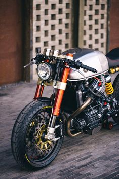"megadeluxe: "" Sacha Lakic's Honda Cafe Racer. Via Garage Project Motorcycles. Yamaha Cafe Racer, Cb 750 Cafe Racer, Modern Cafe Racer, Moto Cafe, Custom Cafe Racer, Cafe Bike, Cafe Racer Build, Cafe Racer Motorcycle, Motorcycle Design"