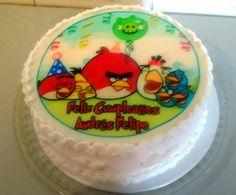 Un rico pastel de Angry Birds un tres leches vainilla con relleno de fresas con chocolate para hacer tu cumpleaños mas divertido cake