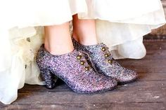 how to make glitter shoes!! I could so do this!