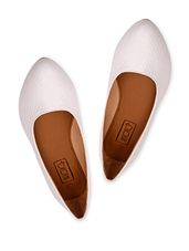 That one pair of shoes that goes with everything and can be worn everywhere, these shoes are as trustworthy as your 4 am friend!  #Whiteflats #flats #Whitepumps #pumps #casual #formal #day #white