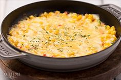corn cheese Corn Cheese, Korean Food, Korean Recipes, Cast Iron Cooking, Restaurant Design, Vegetable Recipes, Cheeseburger Chowder, Macaroni And Cheese, Favorite Recipes