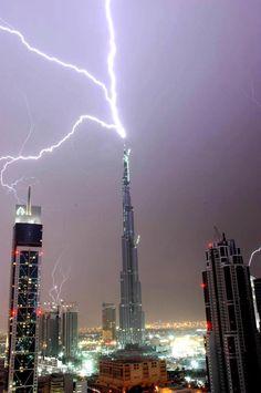 Lightening strikes the Burg Kalifa Tower in Dubai