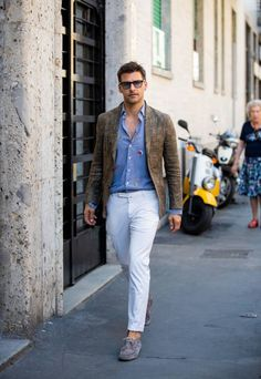 Johannes Huebl Photos Pictures and Photos - Getty Images Camo Fashion, Blazer Fashion, Mens Fashion, Blazer Outfits Casual, Cool Outfits, Mens White Suit, Milan Men's Fashion Week, Casual Chique, Casual Trends