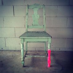 Great upcycling with a touch of neon