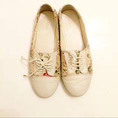 Flower creamy shoes Super chic and comfy. Lightly worn in front Shoes Flats & Loafers