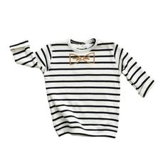 Organic Zoo | Jongens Sweater | Breton Stripe & Bow | €27.50 |   Deze stoere creme met donkerblauw gestreepte trui is gemaakt van 100 % organisch katoen en afgewerkt met een gouden strikje. #organiczoo #organic #organischkatoen #navy #white #bretonstripes #boys #baby #jongensmode #jongenskleding #babykleding  #strikje #bow