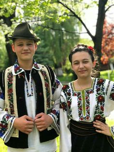 Romania, Costumes, Hats, Fashion, Crystals, Moda, Dress Up Clothes, Hat, Fashion Styles