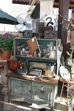 Vintage Vintage Booth Display, Antique Booth Displays, Antique Mall Booth, Antique Booth Ideas, Craft Booth Displays, Store Displays, Display Ideas, Market Displays, Flea Market Booth