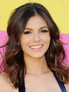 30 Best Celebrity Inspired Prom Hairstyles  #promhairstyles #celebrityhairstyles #hairstyles