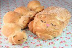 "Baker Turns Loaves of Bread into Adorably Sleepy ""Catloaf"" - My Modern Met"