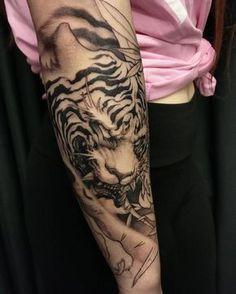 "4,406 Likes, 40 Comments - David Hoang (@davidhoangtattoo) on Instagram: ""Tiger in progress. #chronicink #asiantattoo #asianink #irezumi #tattoo #tiger"""