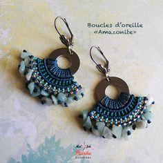 """Boucles d'oreille """"Amazonite"""" en micro-macramé composé de pierre en amazonite, de perles Miyuki, de fils micro-macramé ton bleus et d'apprêts en acier inoxydable. *Livraison - 15465717"""