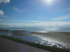 Het wad met mooi weer Beach, Water, Outdoor, Gripe Water, Outdoors, The Beach, Beaches, Outdoor Games, The Great Outdoors