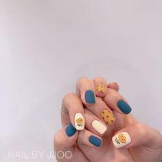 Ideias para unhas/Unhas azuis e amarelas/ Uñas de belleza uñas decoradas Cute Acrylic Nails, Cute Nail Art, Cute Nails, My Nails, Korean Nail Art, Korean Nails, Minimalist Nails, Nail Swag, Stylish Nails