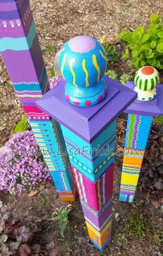 Set of 3 Garden Totems- Garden Sculpture- Colorful Garden Art Garden art Your place to buy and sell all things handmade Outdoor Projects, Garden Projects, Jardin Decor, Peace Pole, Garden Poles, Garden Beds, Pole Art, Unique Gardens, Colorful Garden